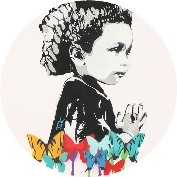 Schmetterlingsmädchen Nahaufnahme -  FancyPics